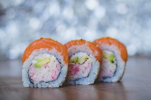 3 Sushi slices